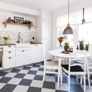 Białe płytki do kuchni cegiełka