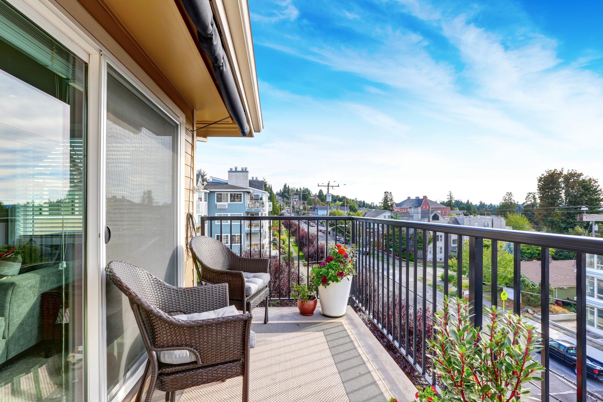 Jakie płytki na balkon - szare