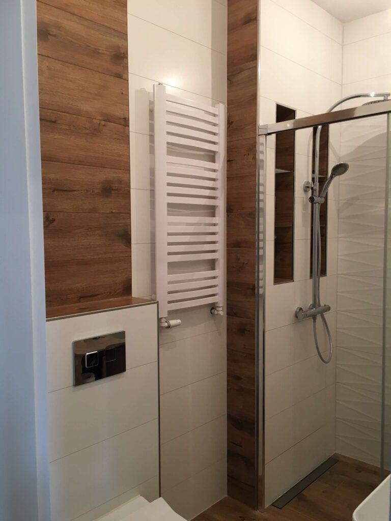 listwa narożnikowa do płytek ze stali polerowanej w łazience