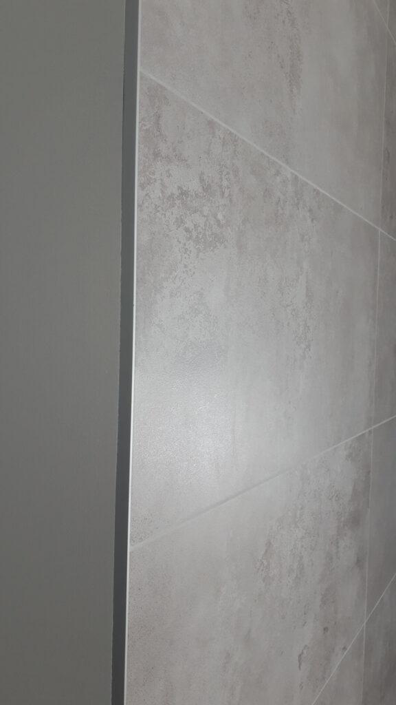 profil narożny L do płytek z aluminium anodowanego w aranżacji