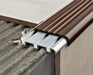 profil schodowy aluminiowy z szerokoą nakładką pcv brązową
