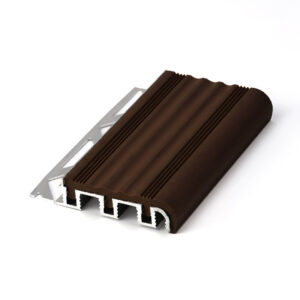 profile do wykończeń stopni schodowych z aluminium z nakładką pcv w kolorze brązowym