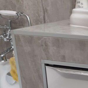 zakończenie listwy narożnej aluminiowej w kolorze srebrnym